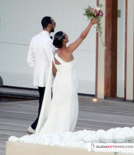 Alicia Keys And Swizz Beatz Holding Up Her Bouquet