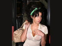 Amy Winehouse rocks the beehive