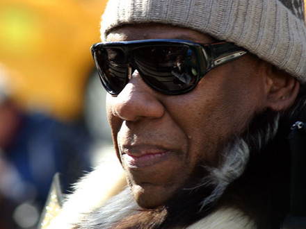 Andre Leon Talley dons shades - Vogue fashion editor