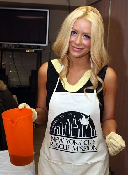 Aubrey O' Day poses with a pitcher of apple cider at NYC Rescue Mission Thanksgiving 08