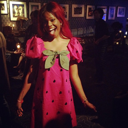 Azealia Banks in her strawberyy Moschino dress