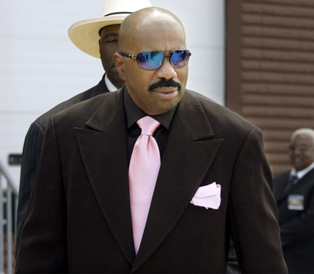 Bernie Mac funeral - Steve Harvey in cool out shades