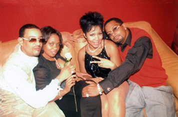 Deelishis inthe club with her brother, a friend and her new man