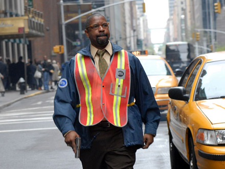 Denzel Washington running on NYC street - on set of The Taking of Pelham 123