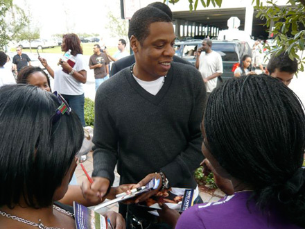 Jay-Z signs autographs on voting line in Florida