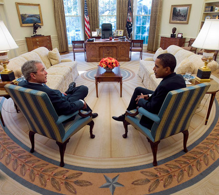 George Bush and Barack Obama chat in the Oval Office