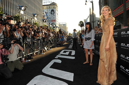 Sienna Miller at G.I. Joe premiere in Los Angeles