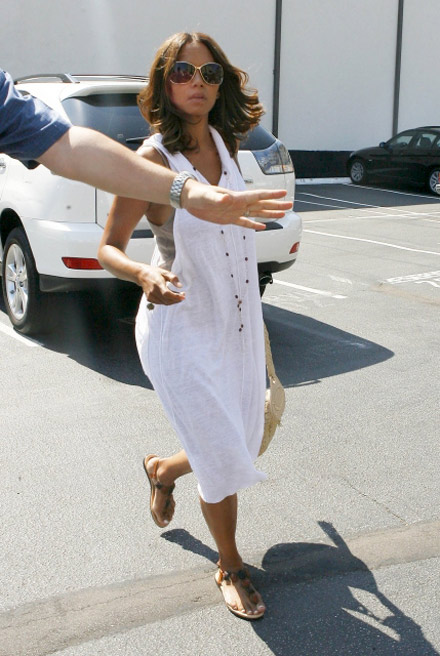 Halle Berry leaving the dentist's office
