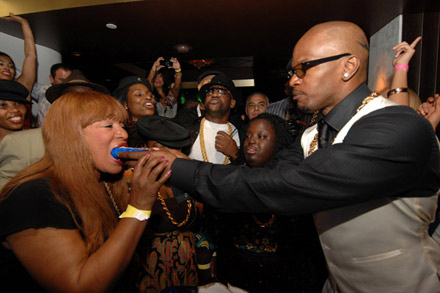 Jamie Foxx 40th Birthday  - Cake feeding