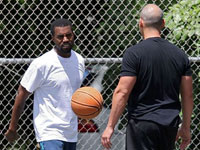 Kanye West on the basketball court - check