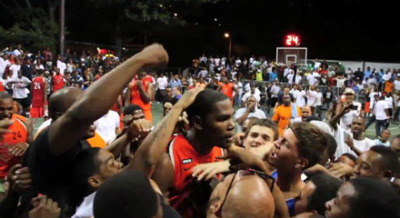 Kevin Durant gets mobbed at Rucker Park