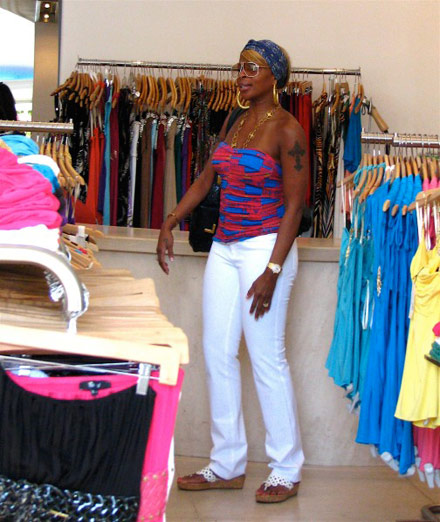Mary J. Blige shoppng in Los Angeles