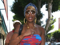 Mary J. Blige shopping in Los Angeles