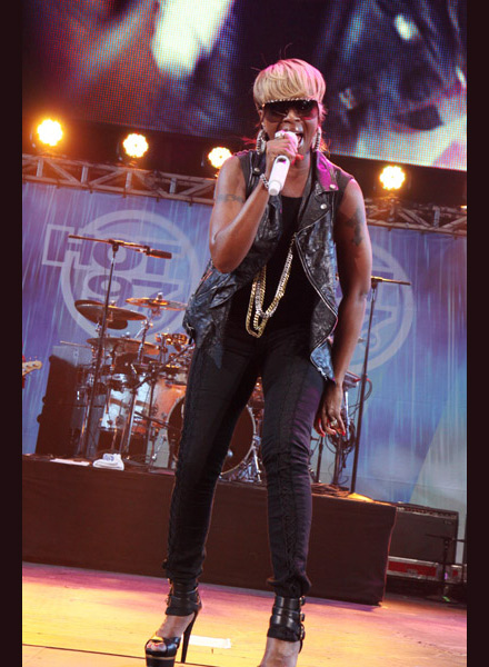 Mary J. Blige performs at Hot 97 Summer Jam 2009