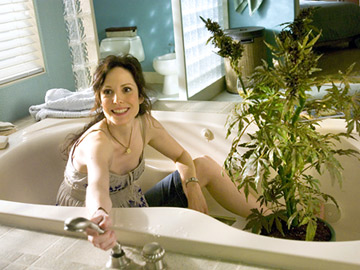 Mary Louise-Parker - Weeds in the tub