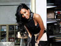 Melanie Fiona in sneakers