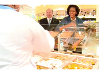 Michelle Obama shakes hand with a supermarket clerk