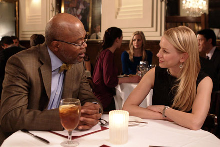 Samuel Jackson and Naomi Watts talking over dinner in a restaurant in Mother and Child