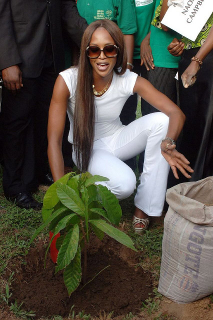 Naomi Campbell plants a tree