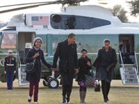 The Obamas step off Marine One returning from Hawaiian vacation