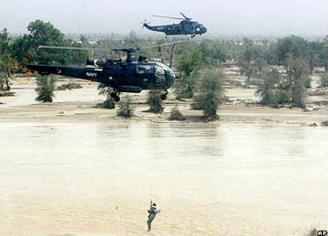 Pakistan flood rescue operation - helicopter