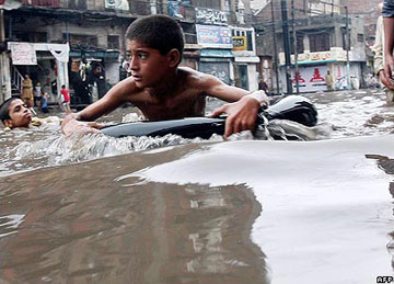 Pakistan flood - Turbat district - boy floating