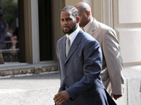 R. Kelly leaves court house
