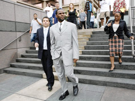R. Kelly Leaves Cook County Criminal Court