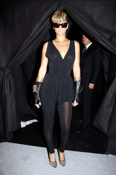 Rihanna at Paris Fashion week 2009 dressed in all black at Chanel show