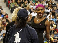 Serena Williams yells at line judge during 2009 US Open
