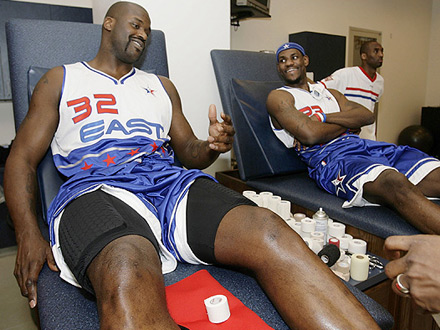 Shaw, Lebron James and Kobe in the NBA All Star locker room
