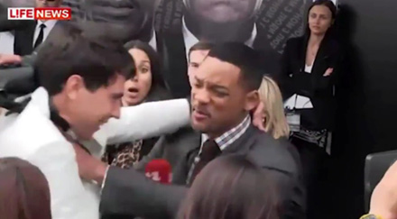 Will Smith pushed reporter away at Men in Black 3 premiere